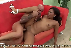 Emy Reyes Spreads Will not hear of Legs For A Good Dicking