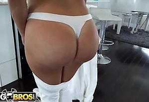 BANGBROS - Big Booty Latin Maid Julianna Vega Gives Brick Danger Full Service