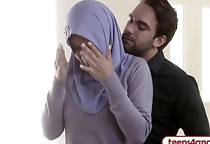 FBI officer fucks curvy Arab wife right in the ass