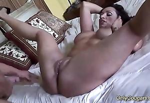 MILF Vannah Sterling Twerks Her Big Chunky Butt On A Hard Dick