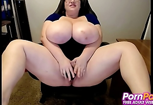 Big Boobed Hottie Enjoys Large Dildo