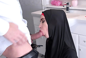 Czech Muslim whore Freya Dee was surprised in burnish apply baths.