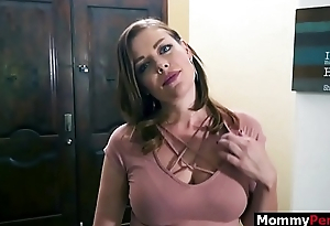 Lady gets a blowjob from gold digger mom